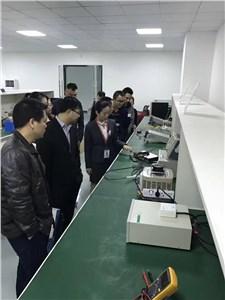 客户参观实验室